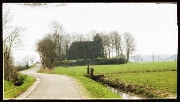Kerk op een Wierde in Oostum
